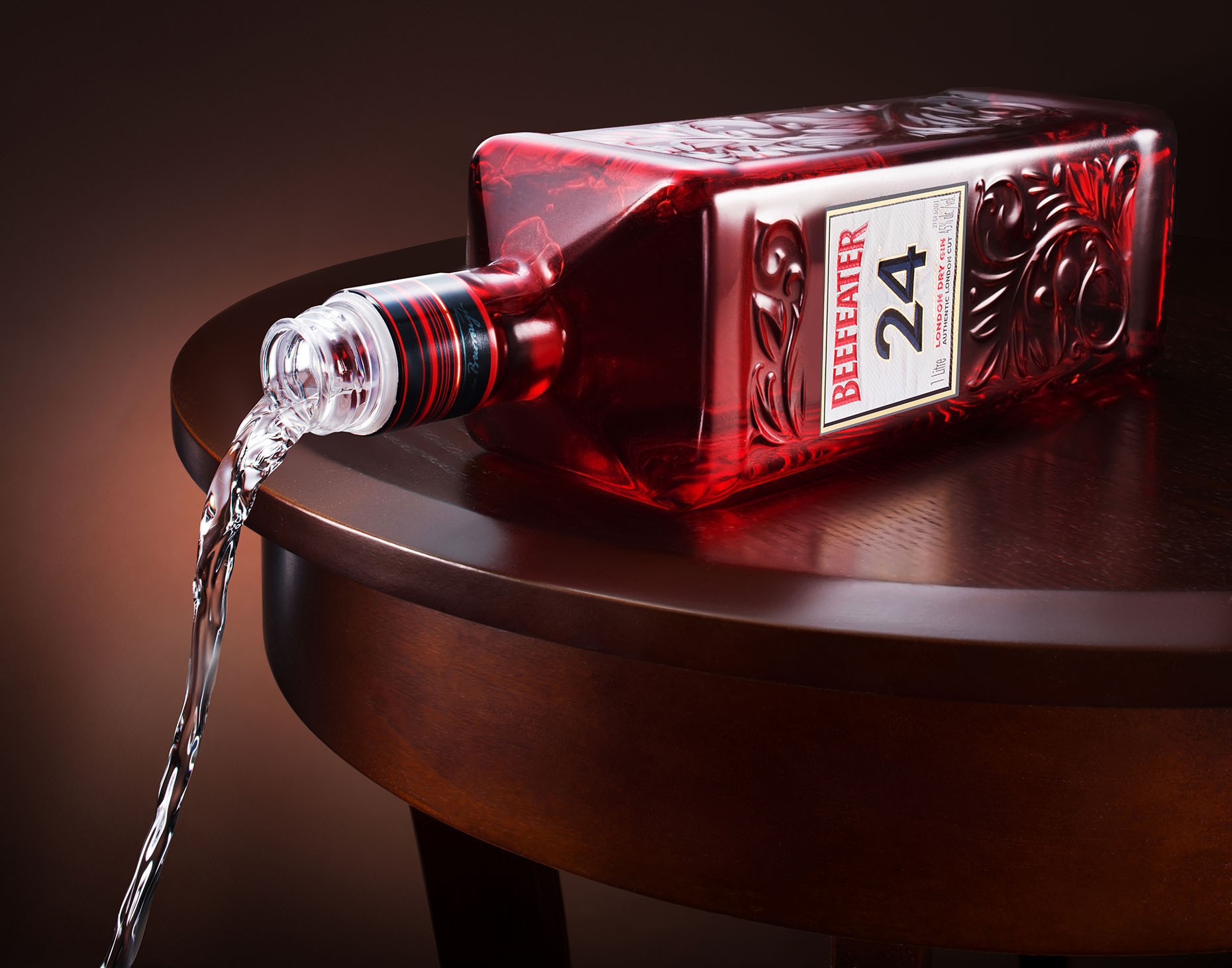 New-york-beverage-photography-drink-photography-Beefeater-pouring