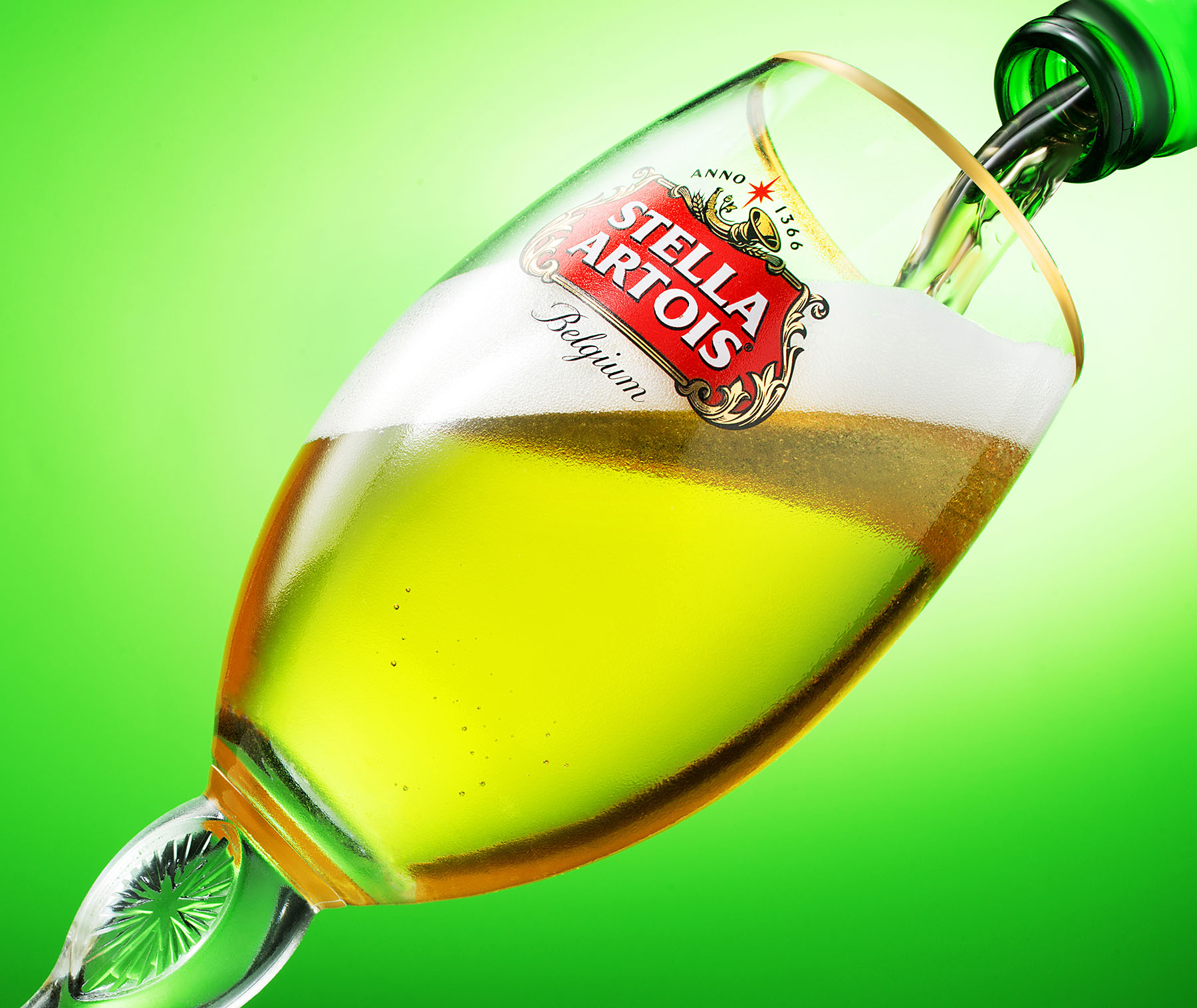 New-york-liquid-phtography-still-life-phtography-stella-Artois-pour